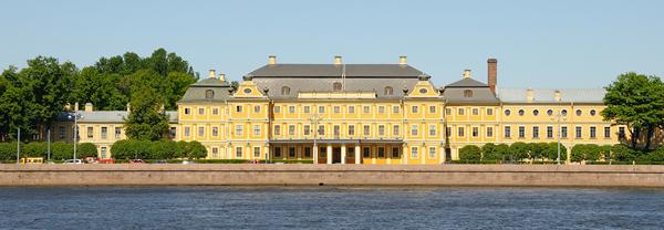 Меншиковский дворец в Санкт-Петербурге: первое каменное и когда-то самое шикарное строение города
