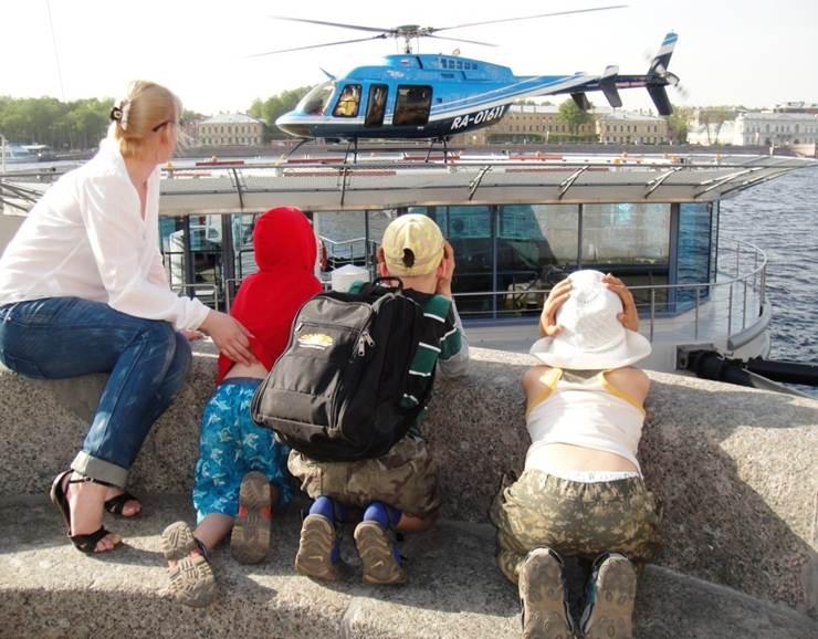 Вертолетные полеты над Санкт-Петербургом, вертолетные прогулки, аэрофотосъемка, свадебные полеты над Петербургом, аренда вертолета в Петербурге, подарочный сертификат.